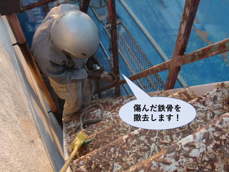 岸和田市の鉄階段の傷んだ鉄骨を撤去