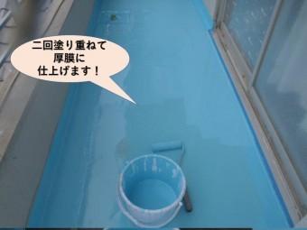 岸和田市のバルコニーの床に二回塗り重ねて厚膜に仕上げます