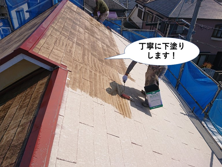 阪南市の屋根を丁寧に下塗りします