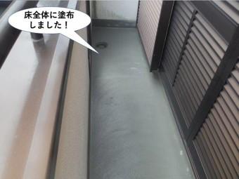和泉市のベランダの床全体にカチオンクリートを塗布