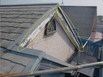 岸和田市八田町の塗装の禿げた破風板
