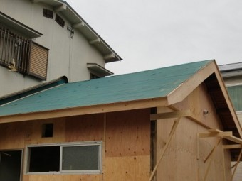 岸和田市大町で軽量瓦コロニアルクワッドへの屋根葺き替え