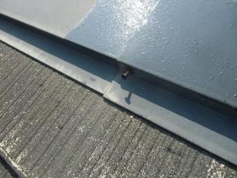 泉佐野市俵屋での屋根塗装で高圧洗浄作業で釘打ち
