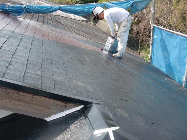 岸和田市下松町の屋根の中塗り中