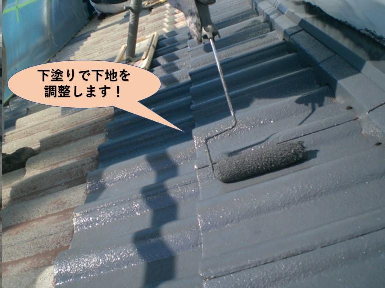 岸和田市の屋根を下塗りで下地を調整