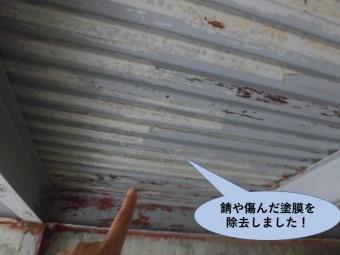 岸和田市のガレージの錆や傷んだ塗膜を除去しました