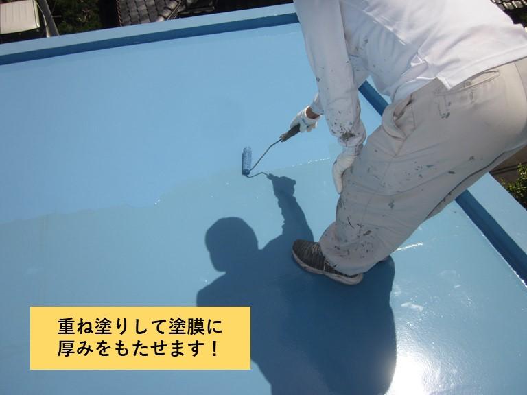 和泉市の陸屋根にウレタン樹脂を重ね塗りして塗膜を厚膜に仕上げます