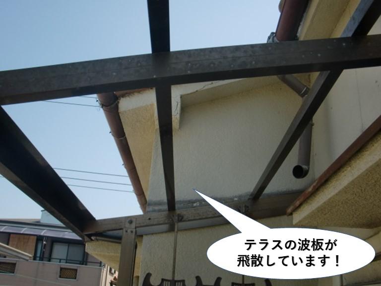 泉佐野市のテラスの波板が飛散