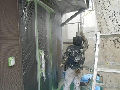 真上町の外壁塗装と屋根塗装で外壁上塗り