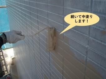 泉大津市の外壁を続いて中塗りします