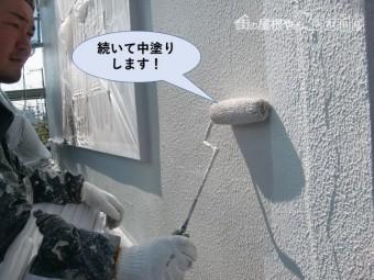 泉佐野市の外壁を続いて中塗りします