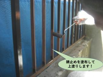 岸和田市の鉄部に錆止めを塗布して上塗りします