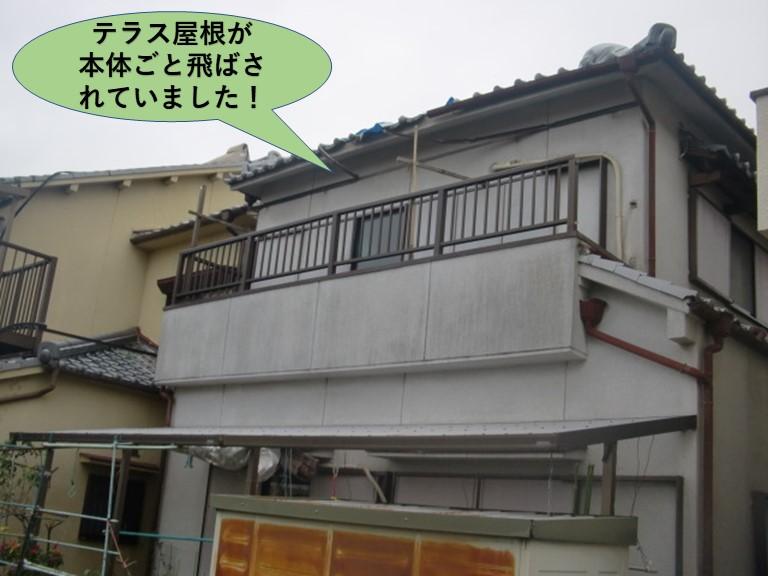 岸和田市のテラス屋根が本体ごと飛散