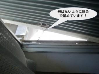 岸和田市の雨戸を飛ばないように針金で固定