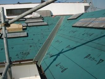 岸和田市上松町の屋根スレート瓦への葺き替え工事谷樋設置