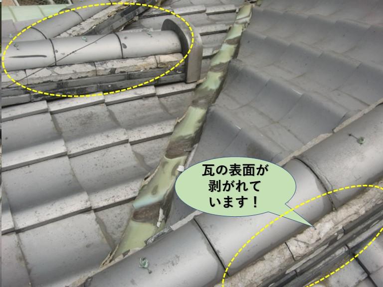 岸和田市の瓦の表面が剥がれています