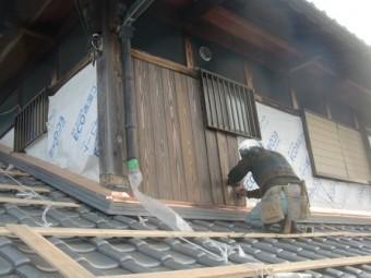 岸和田市東大路町の和瓦の屋根葺替えで板金下地処理など