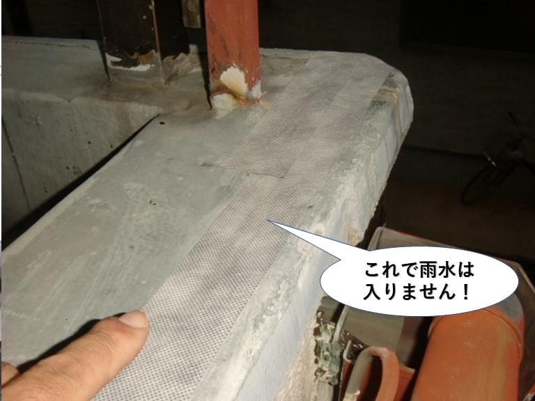 貝塚市のベランダのひび割れに防水テープを貼ったので雨水は入りません!