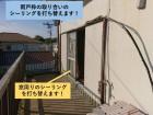 和泉市の雨戸枠の取り合いのシーリングを打ち替えます
