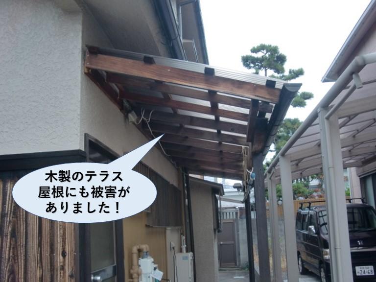 忠岡町の木製のテラス屋根にも被害がありました