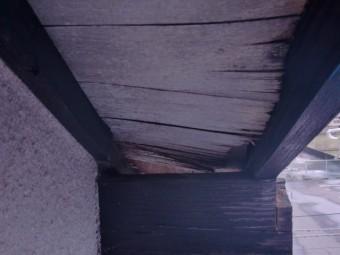 貝塚市永吉の落ちかかった軒天井板現況
