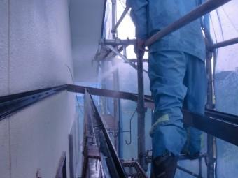 岸和田市土生町の外壁洗浄中