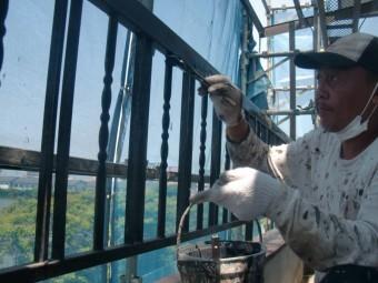 岸和田市土生町の鉄製のベランダの柵塗装