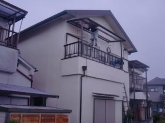 岸和田市土生町の二階のベランダの波板張替え