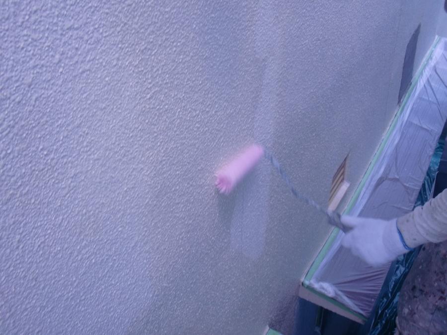 岸和田市土生町の外壁塗装のシーラー塗り
