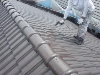 岸和田市西之内町の屋根の中塗り