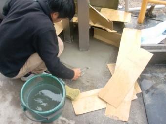 岸和田市神須屋町のカーポートの柱固定