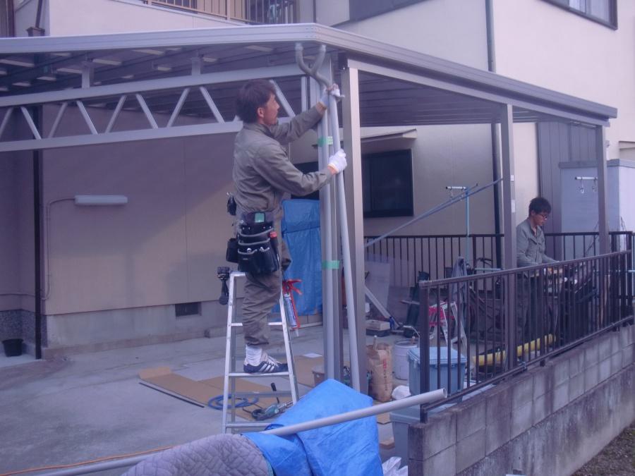 岸和田市神須屋町のカーポートの雨樋取り付け