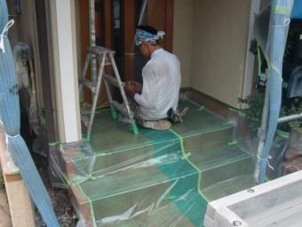 岸和田市西之内町の塗装前の養生作業