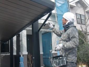 岸和田市包近町のカーポートの雨樋塗装