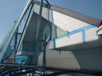 岸和田市包近町の屋根の破風板のコーキング打ち替え