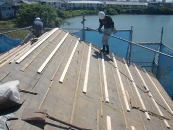 岸和田市土生町の屋根葺き替えで下地設置