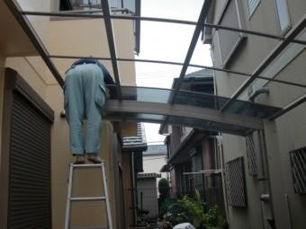 岸和田市西之内町のカーポートの屋根パネル復旧