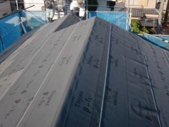 岸和田市土生町の屋根にゴムアスルーフィング設置