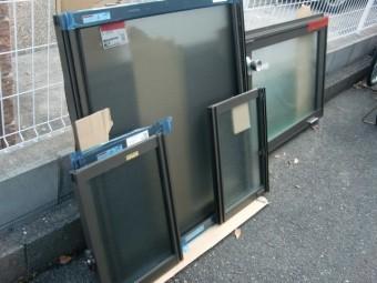 岸和田市土生町の物干し場に設置する新しい窓