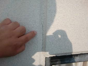 岸和田市紙屋町の外壁目地シーリングに亀裂