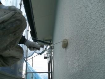 岸和田市天神山町の外壁の中塗り