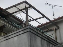 阪南市の台風で飛ばされたテラスの波板