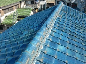 岸和田市吉井町の青い屋根瓦の現況