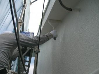岸和田市春木本町で壁塗り替えの中塗り