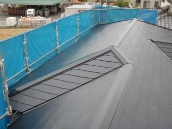 岸和田市の屋根の板金も塗装完了