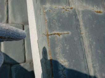 和歌山市善明寺の割れたセメント瓦