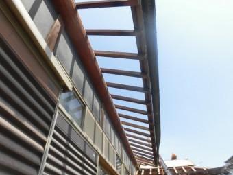 岸和田市土生町の下屋根の既存の軒天井撤去