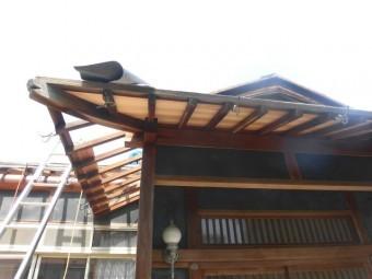 岸和田市土生町の玄関周りの軒天井張替え