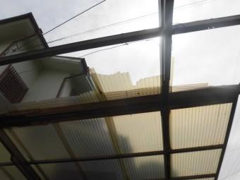 岸和田市上松町の変色した波板