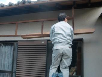 岸和田市東ヶ丘町の劣化した庇の補強/受け梁設置